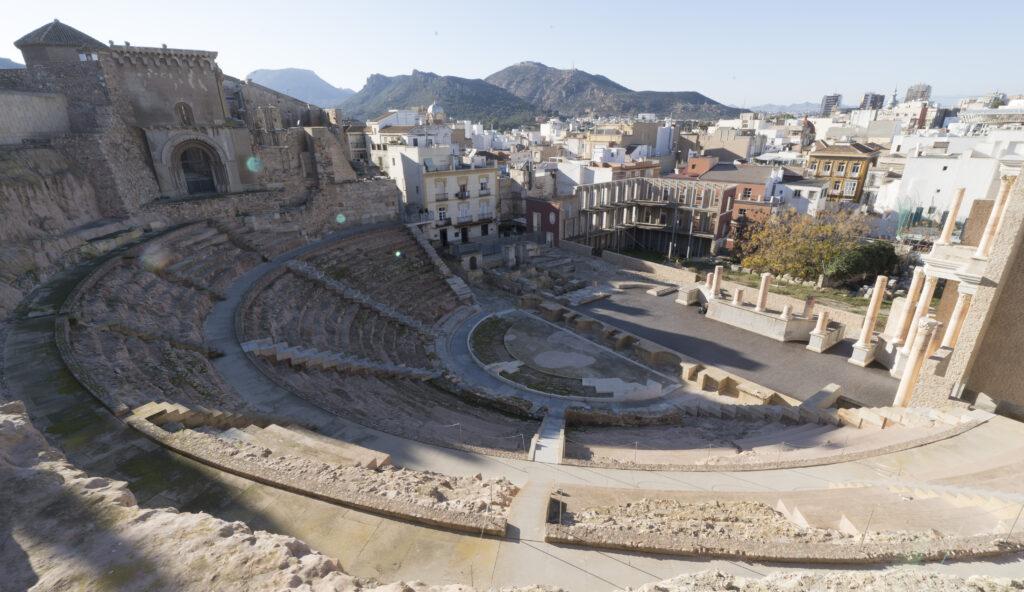 Den över två tusen år gamla romerska amfiteatern som hittades först år 1989