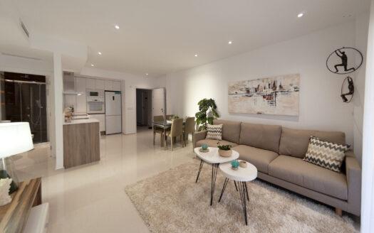 Romslig stue med god planløsning inn til kjøkken | SolEuropa Norge